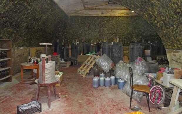 Сообразили на двоих: крымчанин с другом создал подпольный алкоцех