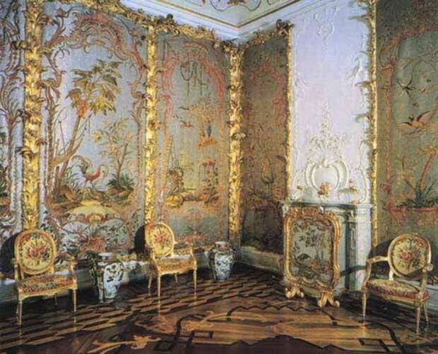 Стеклярусный кабинет в Ораниенбауме. Реставрация.
