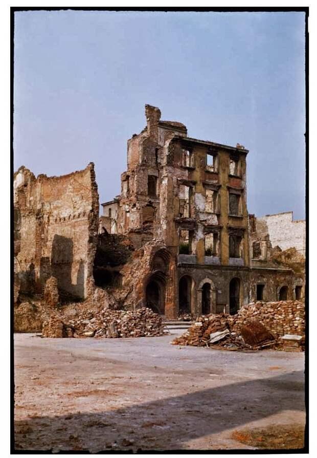 Warsaw after World War II, in August 1947 (14)