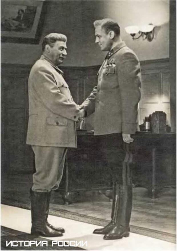 Сталин ненавязчиво намекает Рокоссовскому