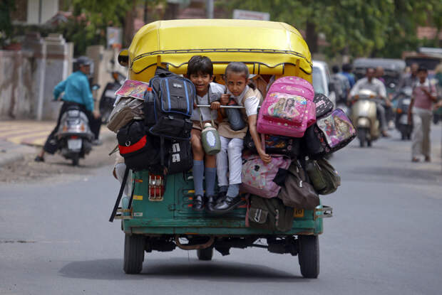 6 фото опасных дорог, по которым дети каждый день ходят в школу