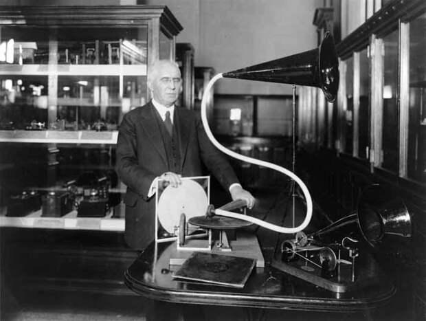 1 сентября 1887 года является днем рождения граммофона – именно в этот день создатель новой торговой марки Эмиль Берлинер запатентовал свое изобретение