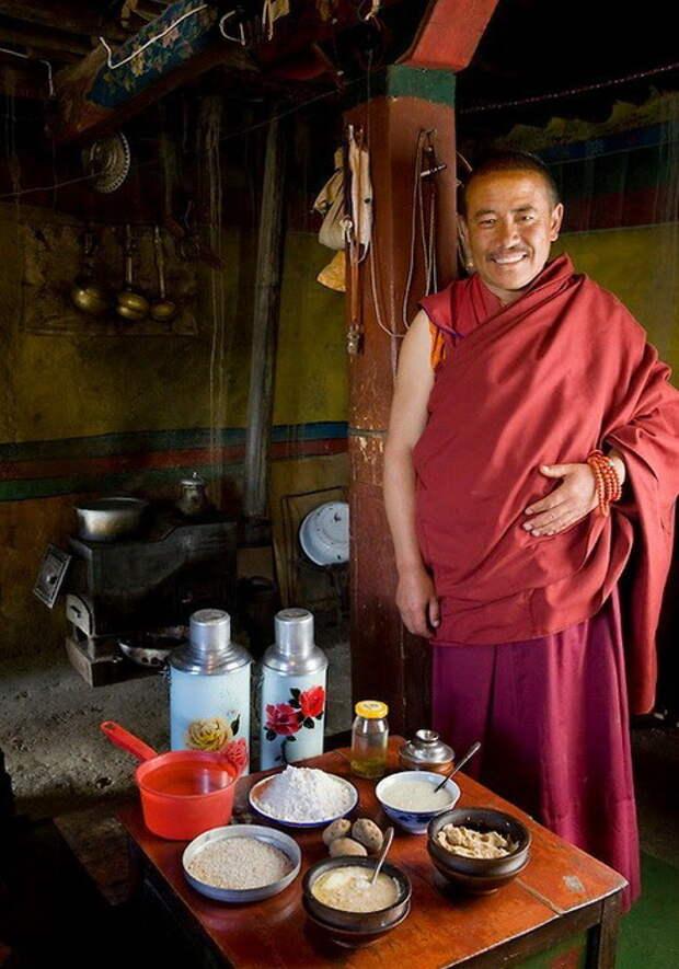 Тибетский монах. Суточное потребление - 4900 ккал