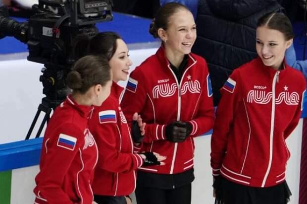 Российские фигуристы вернулись из Японии после победы в командном ЧМ