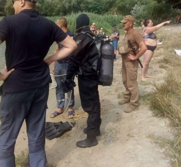 В Киеве женщина два часа наблюдала за водолазами, которые искали её в реке