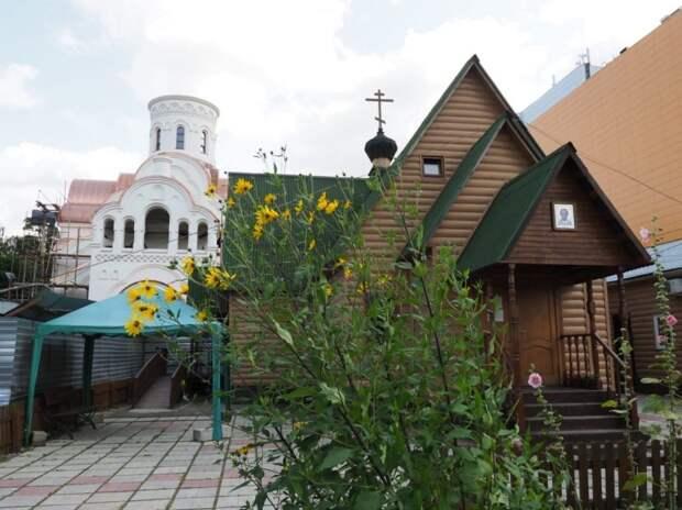 В храме на Авиационной монтируют купола