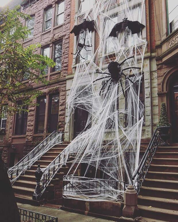 Итоги Хэллоуина 2019: как украшали дома и улицы по всему миру