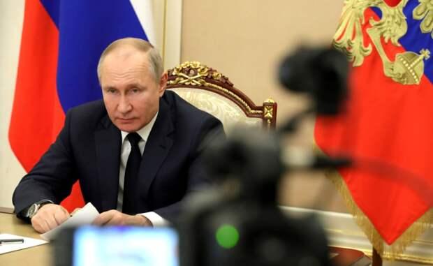 Путин разрешил штрафовать за продажу гаджетов без российского софта