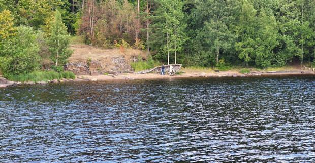 Лодка поморов на берегу озера Валаам