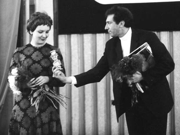Наталья Тенякова и Сергей Юрский на сцене. Фото: kino-teatr.ru