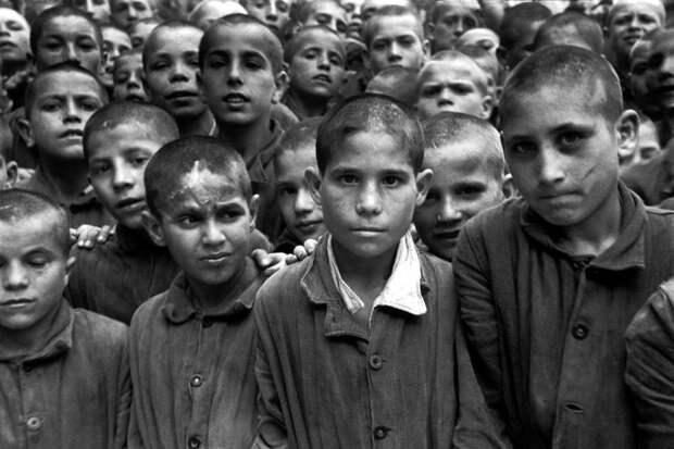 Италия, Неаполь, 1948 год - Итальянские подростки из исправительной колонии для несовершеннолетних