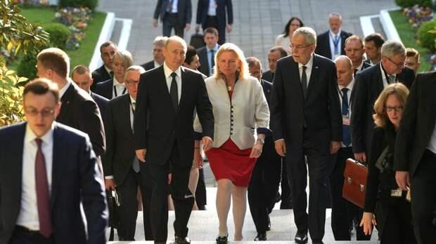 """Уйти от шаблонов """"холодной войны"""": Экс-глава МИД Австрии заявила о """"смелом предложении"""" Путина"""