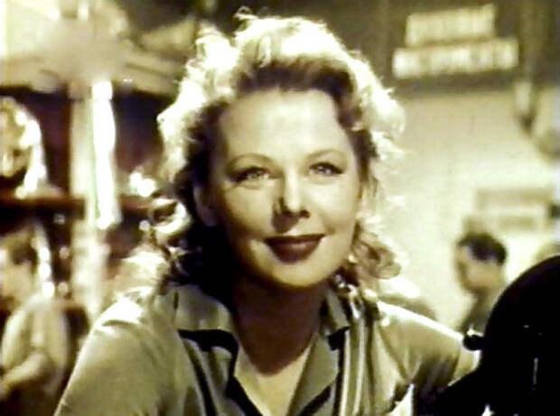 Лариса Кронберг в фильме «Девушка с гитарой» (1958)