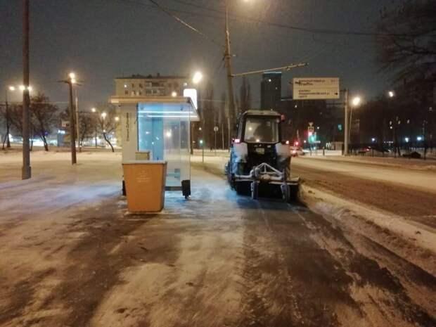 Уборка снега. Фото: ГБУ «Жилищник Южнопортового района»