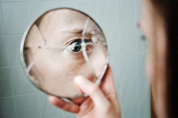 Как распознать первые признаки шизофрении?