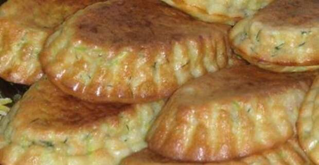 В сезон, всегда готовлю кабачковые кексики с беконом и зеленью