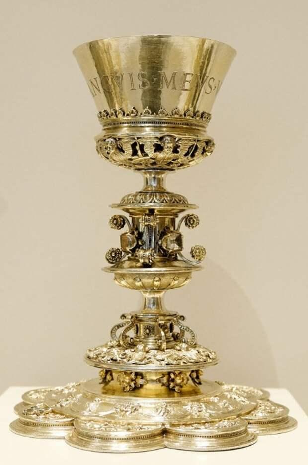 Чаша, сделанная для церкви Святого Иоанна Крестителя в Салинасе, Испания.