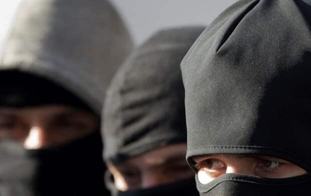 В дом крымчан ворвались неизвестные в масках (ФОТО)