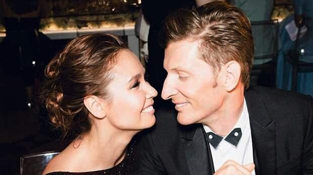 Жена Павла Воли рассказала, что шоумен хочет третьего ребенка, чтобы унее увеличилась грудь