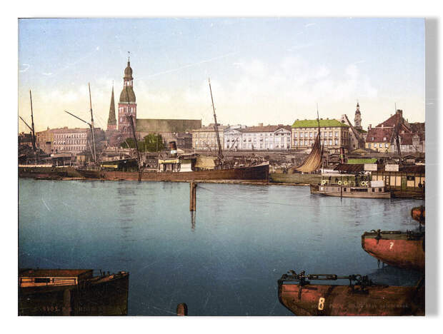 Вид на набережную Даугавы и Домский собор.