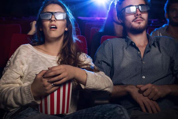 Россиянам хотят запретить ходить в кино со своей едой