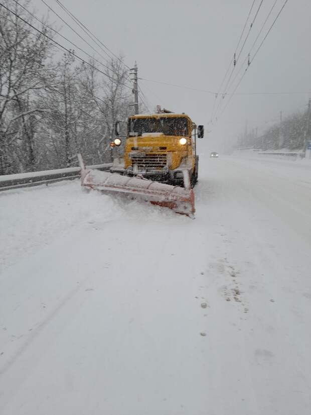 В Крыму за сутки от снега очистили более 2300 километров дорог