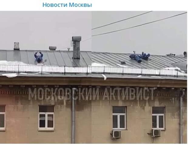 На улице Костякова дворники отдыхали на крыше