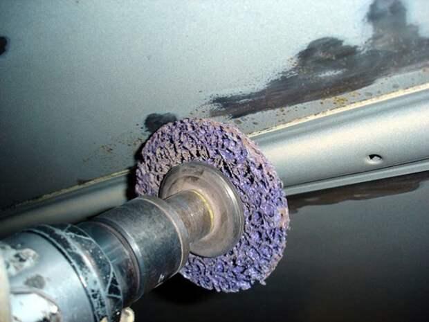 Большие пятна ржавчины нужно удалять полностью.   Фото: car-avz.ru.