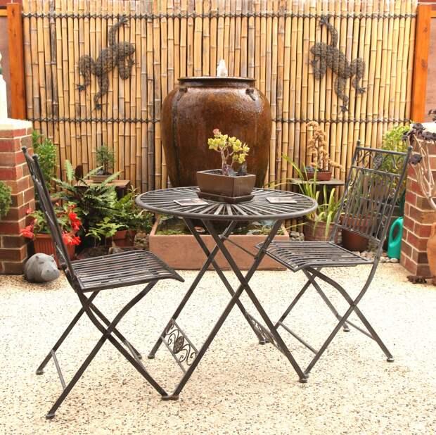 Дополните декор напольными вазами и садовыми фигурками