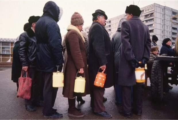 СССР на излёте: Правдивая советская реальность 1990-х в объективе неизвестного фотографа
