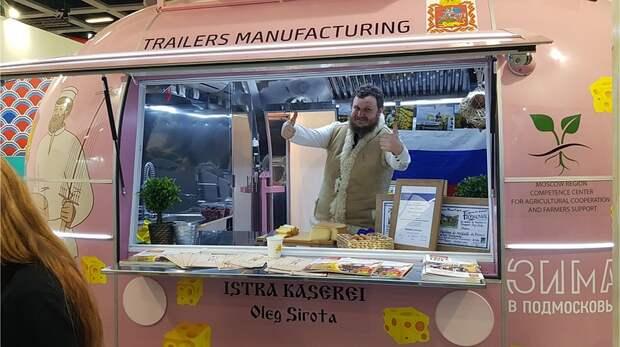За несколько дней до открытия «Зеленой недели» 200 килограммов сыра, оформленные по всем правилам, прибыли в Берлин Фото: Алексей ОВЧИННИКОВ