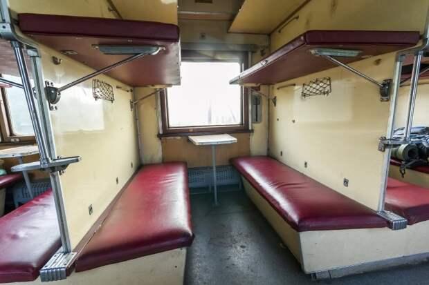 Нужно ли уступать нижнюю полку в поезде пожилому человеку Попутчица в поезде