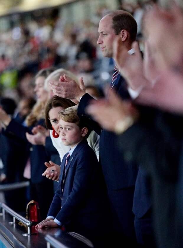 Кейт Миддлтон и принц Уильям c сыном Джорджем, Девид Бекхэм, Том Круз, Кейт Мосс и другие на финале Евро-2020