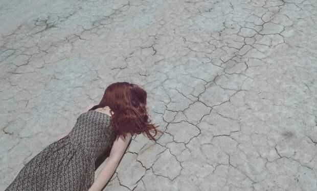 Выжила чудом: опубликованы кадры падения девушки с 16 этажа в Москве