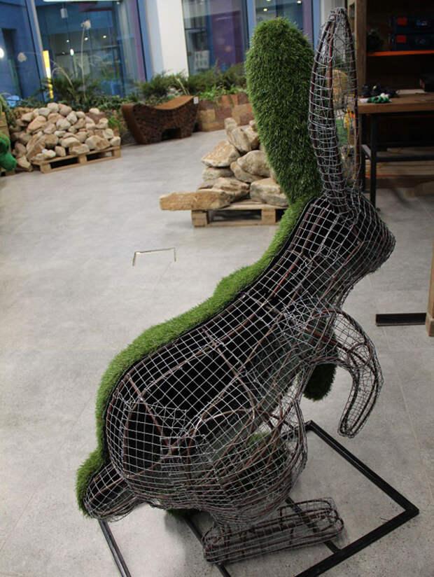 Садовая скульптура своими руками. Как сделать фигуру из искусственной травы