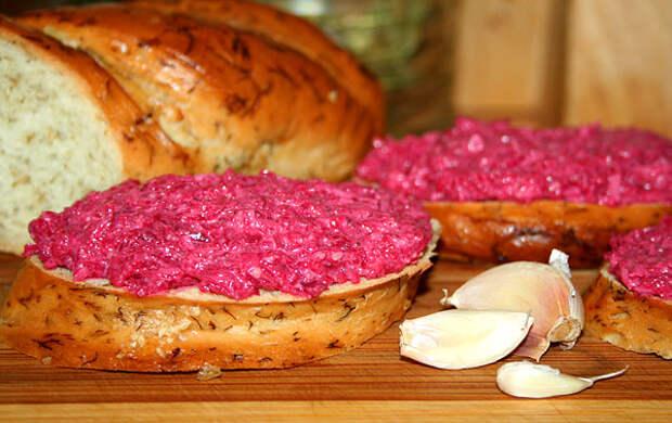 Рецепты Закуска Свёкла с чесноком, сыром и грецкими орехами