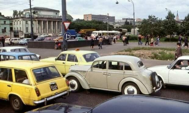 Атмосферные снимки автомобилей времён СССР