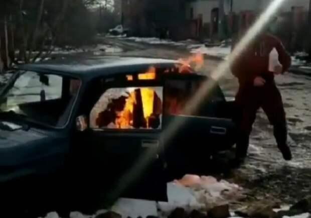 В Краснодаре мужчина поджег машину соседа с молитвой на устах