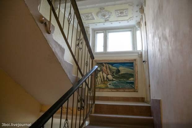 Борьба в Ростове за барокко в подъезде панельной девятиэтажки