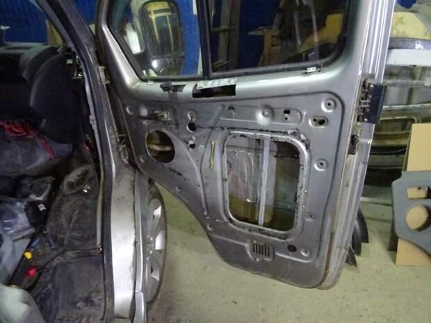 Мужик скрестил Газель Соболь с BMW, установив двигатель и всю начинку от BMW, получилась настоящая стелс-ракета