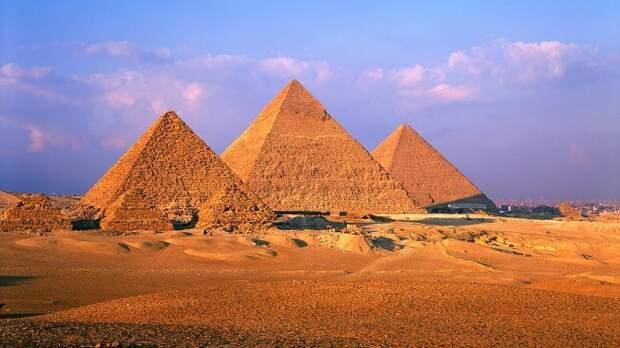 В Египте продезинфицировали Великие пирамиды Гизы