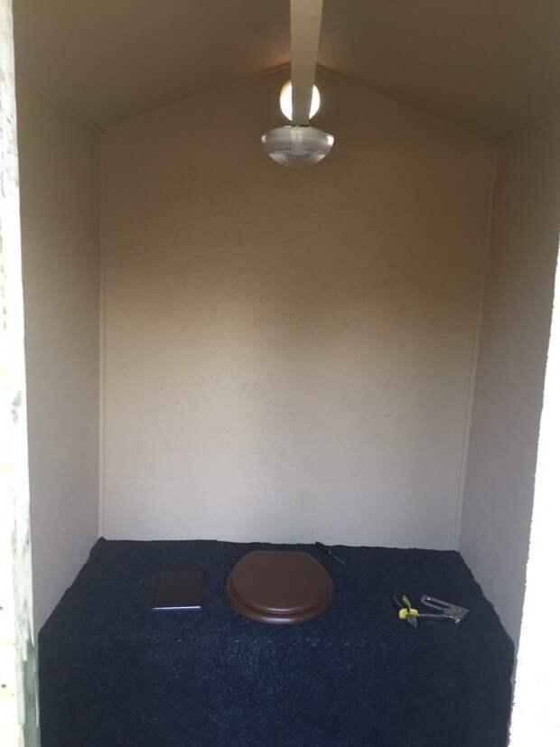 Туалет на даче (почти квартира-студия)