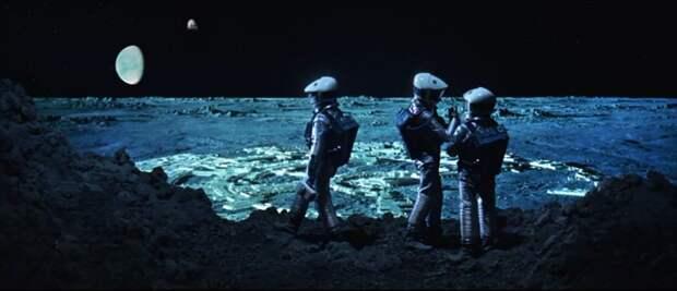 Почему все кадры с Луны не далее 19 метров?