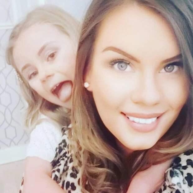 Маленькие модницы: почему мамы разрешают краситься дочерям, которые ходят вначальную школу