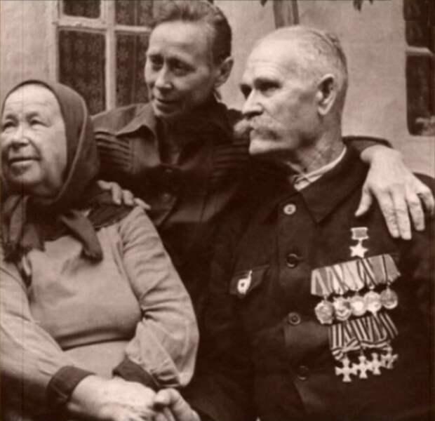 Звезду Героя он носил вместе с «царскими» крестами: герой трех войн Константин Недорубов