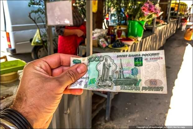 Дал сам себе 1000 рублей и пошел в магазин в курортном посёлке в Крыму. Взгляните, что я на них купил