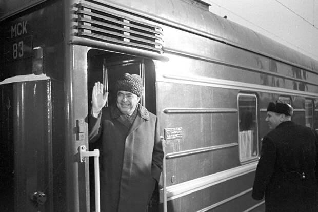 Первый секретарь ЦК КПСС Леонид Брежнев отправляется в командировку. 8 января 1966 год. Фото: РИА Новости