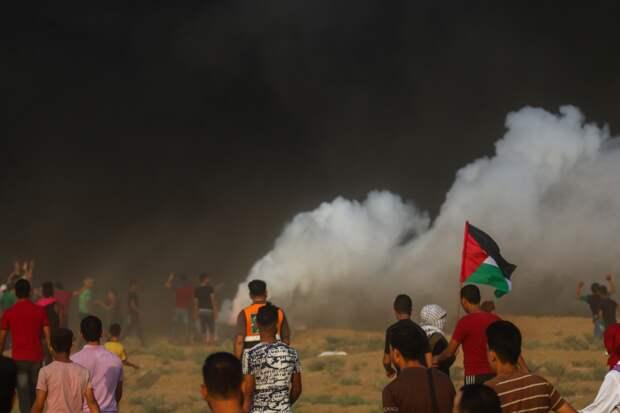 Сотни палестинцев пострадали в стычках с израильскими военными на Западном берегу