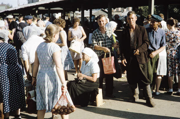 Russia, people at Irkutsk market