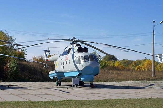 Характерной внешней особенностью вертолета стали днище-лодка, боковые поплавки и убирающиеся шасси
